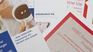 Une image de prospectus pour des contrats d'assurance-vie (NATHAN ALLIARD / PHOTONONSTOP)