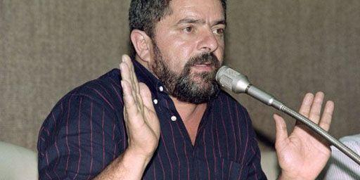 Luiz Inacio Lula da Silva, dit Lula, donnant une conférence de presse le 21 avril 1990. (AFP - Rafael Perez)
