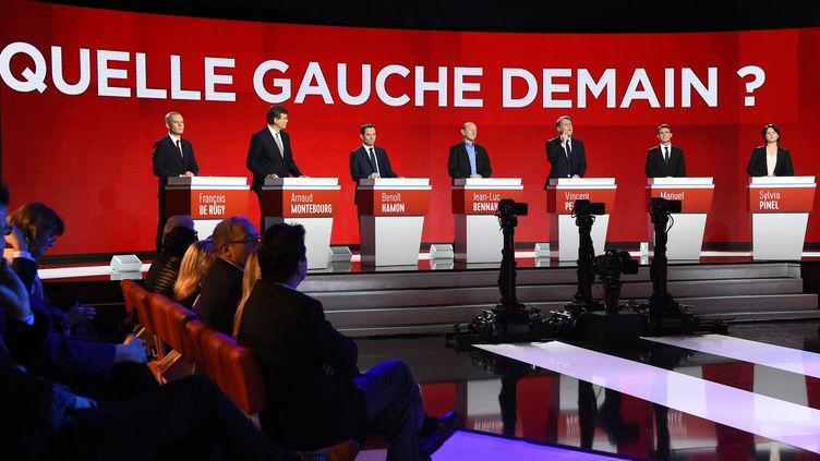 Les sept candidats ont débattu dimanche 15 janvier sur BFMTV, I-Télé et RMC. (BERTRAND GUAY / AFP)