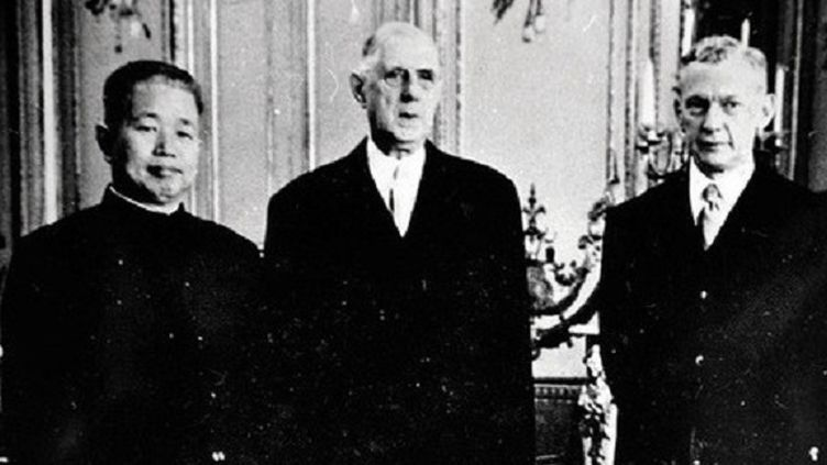 (La premier ambassadeur de Chine, Huang Zhen en compagnie de Charles de Gaulle © Xinhua)