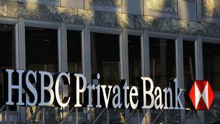 Le logo du groupe bancaireHSBC Private Bank, le 21 septembre 2006, à Genève en Suisse. (FABRICE COFFRINI / AFP)