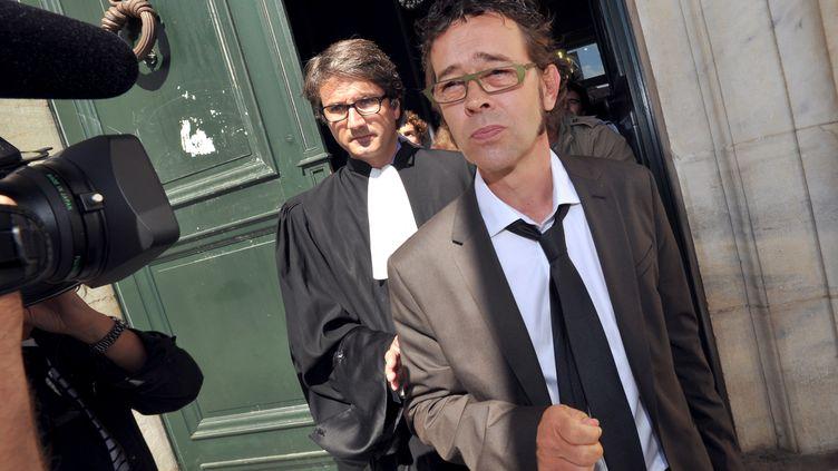 Nicolas Bonnemaison devant la cour d'appel de Pau (Pyrénées-Atlantiques), le 6 septembre 2011. Poursuivi pénalement pour sept cas d'euthanasie, cet urgentiste a été radié par l'Ordre régional des médecins. (PIERRE ANDRIEU / AFP)