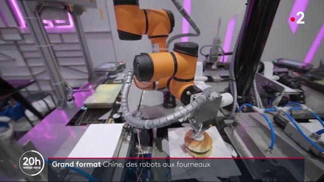 Chine : dans le restaurant du futur, des robots cuisinent et servent les clients