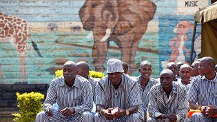 Des détenus de la prison de haute sécurité de Kamiti, près de Nairobi au Kenya, le 8 août 2017. Le pays a annoncé la libération de 4 800 prisonniers dans le cadre de la pandémie du coronavirus. (BAZ RATNER / X02483)