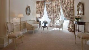 Un salon de la suite impériale du Bristol, à Paris (8e arrondissement). (HOTEL BRISTOL)