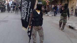 Un combattant du Front Al-Nosra, groupe rebelle syrien affilié à Al-Qaïda, le 28 juillet 2014 à Damas (Syrie). (RAMI AL-SAYED / AFP)