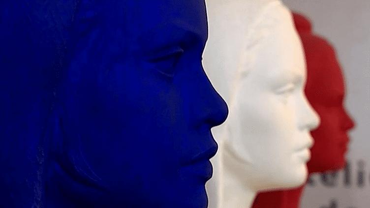 Le buste de Marianne à l'effigie de Brigitte Bardot se décline en bleu blanc rouge  (France 3 )