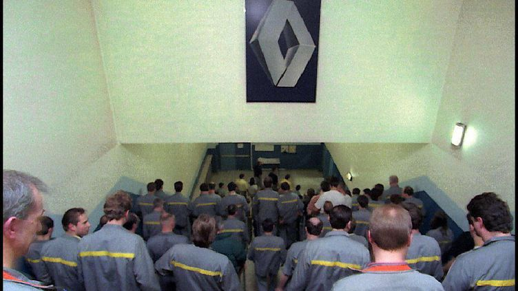Usine Renault de Vilvoorde (Belgique), en 1997. (OLIVIER MATTHYS / BELGA / AFP)