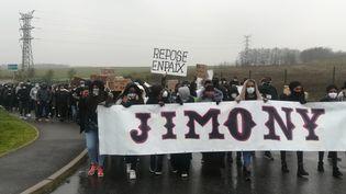 Plusieurs centaines de personnes participé, le 7 février 2021, à une marche blanche aprèsla mort d'un détenu de la prison de Meaux (Seine-et-Marne). (SARAH BRETHES / AFP)