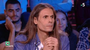 """L'astrophysicien Aurélien Barrau, le 23 septembre 2018, dans """"C Politique"""" sur France 5. (FRANCE 5 / """"C POLITIQUE"""")"""