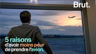 Le fondateur du Centre de traitement de la peur de l'avion, Xavier Tytelman, rassure sur les risques liés aux transports aériens. (BRUT)
