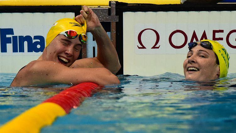 Bronte et Cate Campbell, médaillées d'or et de bronze du 100m NL (CHRISTOPHE SIMON / AFP)