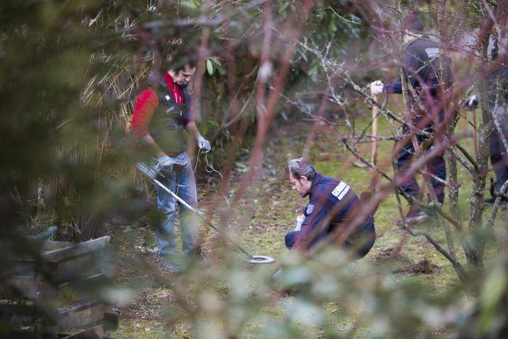 Perquisition à Talloires (Haute-Savoie), le 18 février 2014, après l'arrestation d'un suspect dans l'enquête sur la tuerie de Chevaline. (  MAXPPP)