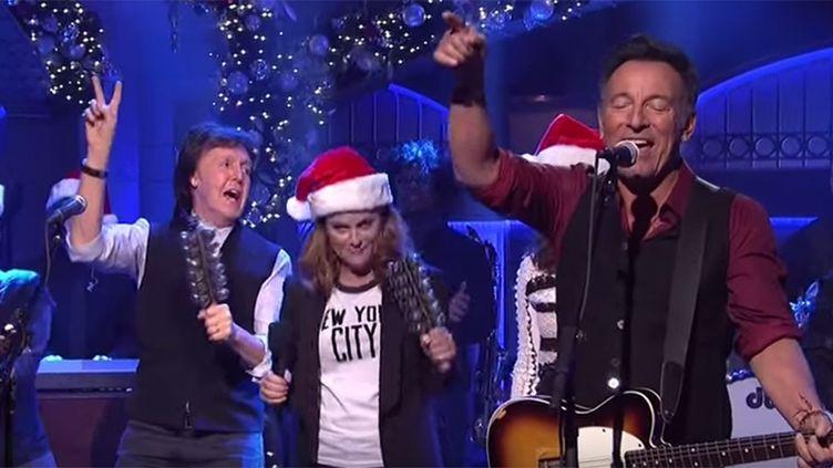 Bruce Springsteen et Paul McCartney (à gauche) à SNL le 19 décembre 2015.  (NBC)