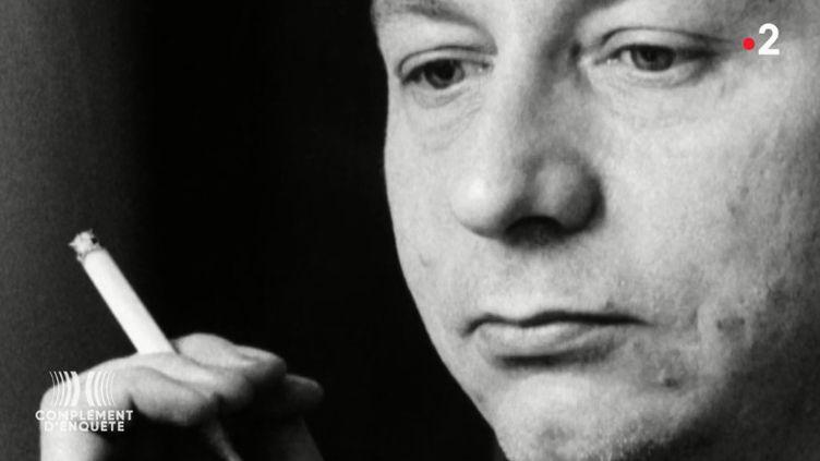 """Comment Houellebecq est passé de Flammarion à Fayard (pour revenir chez Flammarion) : """"Complément d'enquête"""" revient sur """"le transfert du siècle"""" (COMPLÉMENT D'ENQUÊTE/FRANCE 2)"""