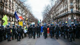 Une manifestation contre la réforme des retraites, samedi 4 janvier, à Paris. (MATHIEU MENARD / HANS LUCAS / AFP)
