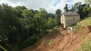 Glissement de terrain à Narcastet (Pyrénées-Atlantiques). (FRANCE 2)