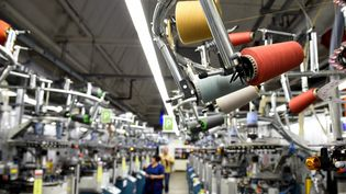Une usine textile. Photo d'illustration. (JEAN-CHRISTOPHE VERHAEGEN / AFP)