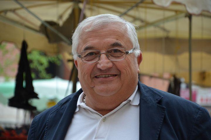 Bernard Barral, candidat à l'investiture socialiste, le 4 mai 2013 à Villeneuve-sur-Lot (Lot-et-Garonne). (THOMAS BAIETTO / FRANCETV INFO)
