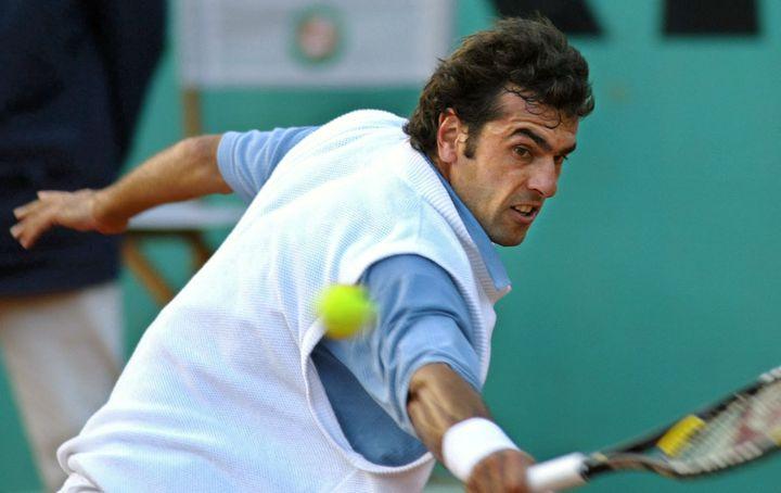 Le pull de Cédric Pioline, le 28 mai 2002, lors de son dernier Roland-Garros. (ANDRE DURAND / AFP)