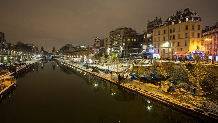 Des Afghans sous des tentes, sur le canal Saint-Martin, à Paris, le 7 février 2018. (Photo d'illustration) (MAXPPP)