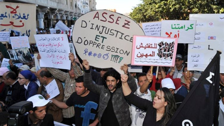 Manifestation pour la démocratie à Rabat, au Maroc, le 20 mars 2011. (AFP/ABDELHAK SENNA)
