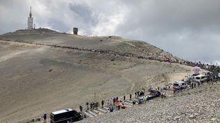 La foule dans le Mont Ventoux après le premier passage des coureurs lors de la 11e étape du Tour de France, le 7 juillet 2021. (AH)