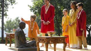 Le Premier ministre canadien Justin Trudeau et sa famille devant l'Ashramde Gandhià Ahmedabad, en Inde, le 19 février 2018 (SEAN KILPATRICK / AP / SIPA)