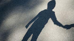 Les enfants ontles mêmes droits que les adultes, mais ils ne peuvent pas les exercer seuls. Illustration (MRS / MOMENT RF / GETTY IMAGES)