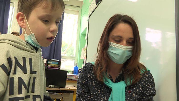 L'école primaire d'Alembert, à Perpignan, a fait le pari d'intégrer des enfants autistes dans son établissement. (France Télévisions)