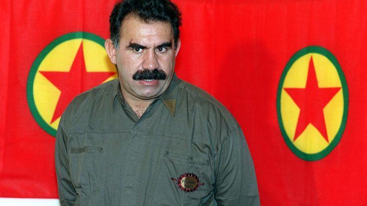 Le fondateur du Parti des travailleurs du Kurdistan (PKK),Abdullah Öcalan, le 28 septembre 1993 à Masnaa, au Liban, près de la frontièresyrienne. (JOSEPH BARRAK / AFP)