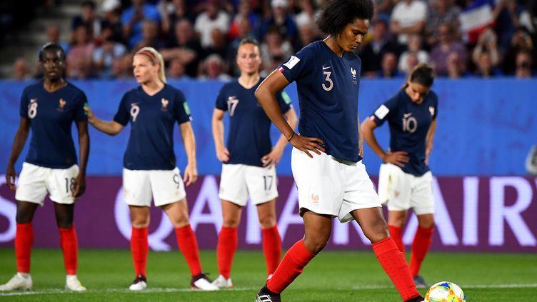 La défenseuse Wendie Renard, lors du match entre la France et le Nigeria, le 17 juin 2019 au stage Roazhon Park à Rennes (Ille-et-Vilaine). (FRANCK FIFE / AFP)