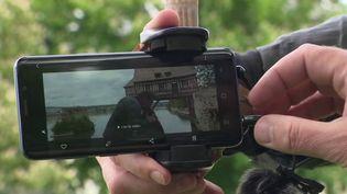 Depuis le début du confinement, le comédien Francis Renaud s'est lancé dans le tournage d'un long-métrage à Vernon, dans l'Eure, réalisé avec son smartphone et l'aide de sa fille et de son ex-compagne. (France 3)