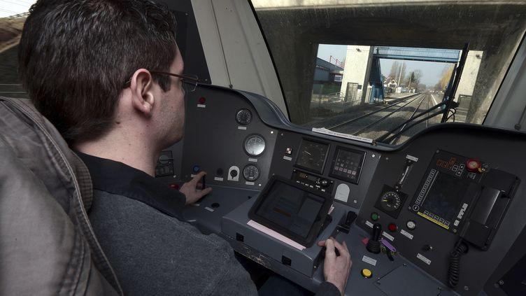 Leconducteur d'un TER entre Strasbourg et Molsheim, le 18 mars 2015. (FREDERICK FLORIN / AFP)
