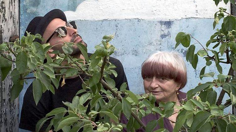 """JR et Agnès Varda dans le documentaire """"Visages, villages"""" (2017)  (Le Pacte)"""