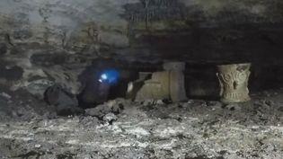 Un des objets découvert dans la grotte au Mexique par les archéologues. (France 2)