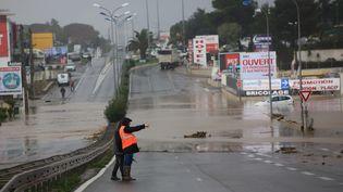 Une route inondée près de Bastia (Haute-Corse) après de fortes intempéries, le 24 novembre 2016. (MAXPPP)