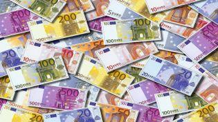 Euros... (AFP BIANCHETTI STEFANO)