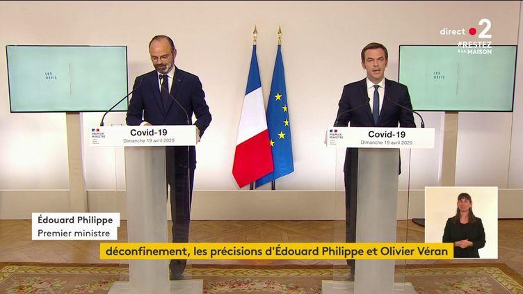 Le Premier ministre Edouard Philippe et le ministre de la Santé, Olivier Véran, le 19 avril 2020 à Paris. (FRANCEINFO)