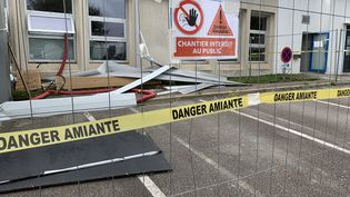 Un chantier de désamiantage à Plouzané (Finistère). (NICOLAS OLIVIER / FRANCE-BLEU BREIZH IZEL)