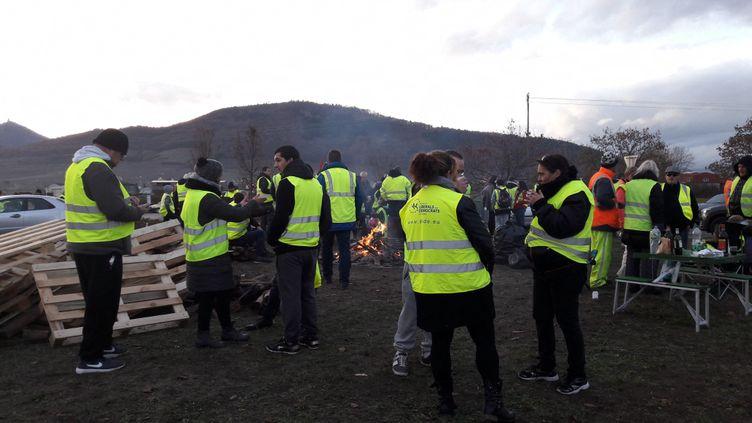 Image d'illustration. A Châtenois dans le Bas-Rhin, une cinquantaine de gilets jaunes organisent un rassemblement pacifique, sans blocage samedi 24 novembre. (SOLÈNE DE LARQUIER / FRANCE-BLEU ALSACE (+ FB ELSASS))