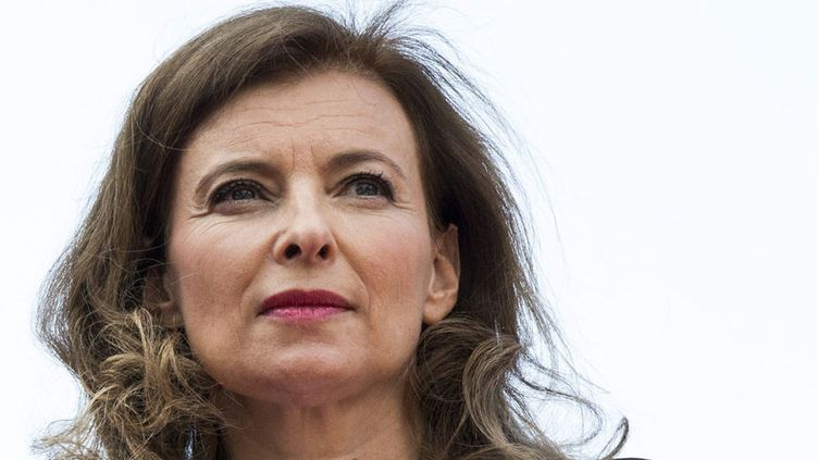 """""""Merci pour ce moment"""", le livre de Valérie Trierweiler, l'ex-compagne de François Hollande, est sorti en librairie"""