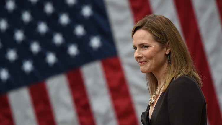 Amy Coney Barrett est, depuis le samedi 26 septembre 2020 soir, la neuvième juge de la Cour suprême américaine. (OLIVIER DOULIERY / AFP)