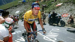 Le coureur américain Lance Armstrong sur les routes du Tour de France lors de la 15e étape du Tour de France 1999, le 20 juillet, entre Saint-Gaudens et Piau Engaly. (TIM DE WAELE / VELO / GETTY IMAGES)