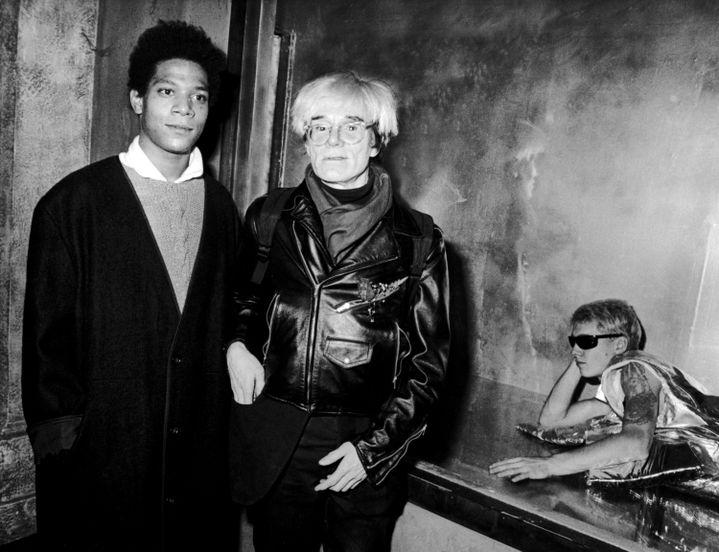 Jean-Michel Basquiat et Andy Warhol, le 7 novembre 1984, à l'Area Nightclub à New York. (RON GALELLA / RON GALELLA COLLECTION / Getty Images)