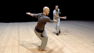 """Sylvain Groud et Amala Dianor répètent leur solo """"Paris Brest"""" des Histoires Exquises à La Source de La Guéroulde  (France 3 / Culturebox)"""