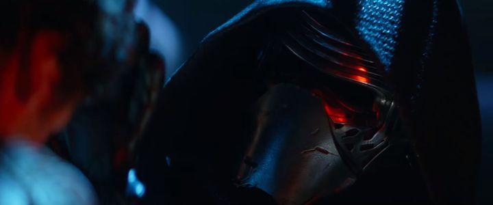 """Kylo Ren, le probable méchant de """"Star Wars : le Réveil de la Force"""", dans une scène de la bande-annonce. (STAR WARS / YOUTUBE)"""