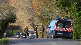 Des gendarmes participent, le 20 décembre, aux recherches à Cagnac-les-Mines (Tarn) visant à retrouver une mère de famille portée disparue depuis le 16 décembre. (MAXPPP)