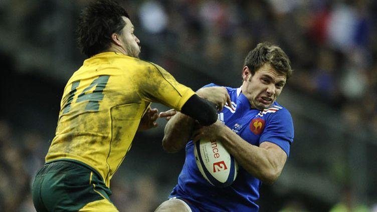 Adam Ashley Cooper tente d'arrêter Vincent Clerc lors de France-Australie