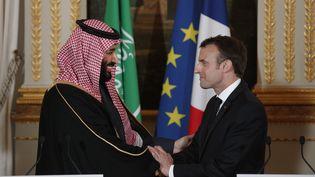 Le prince Mohammed ben Salman et Emmanuel Macron, lors d'une conférence de presse commune à Paris, le 10 avril 2018. (YOAN VALAT / POOL)